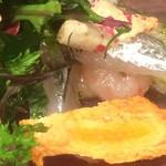海鮮中国料理黄河 - サヨリ、甘エビ、柿チップス、わさび菜に似た野菜
