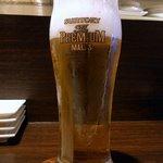 洋風酒場 リーガル - 生ビール280円です。 この日は、ちゃんと割り引き時間内の訪問でした。 さあ、乾杯しましょう。 乾杯~、ぷふぁ~、旨い!!   マスター、久しぶりですね。 元気でしたか? と、会話も弾みます。  さて