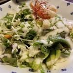 焼肉 充 - ⑦シーザーサラダ(複数種類から1種類選択)       これは2人で1皿。       我が家は野菜好きばかりなので、サラダの取り合いがあります。(笑)