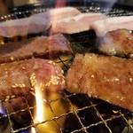 焼肉 充 - 神戸牛バラはトロけるような肉質で堪りません。       1人3切れで、もうちょっと食べたかったくらいが一番満足感が強いかも。