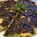 焼肉 充 - ⑧海苔チヂミ(複数種類から1種類選択)       1人2枚程で、1皿で4人前です。       次女は韓国海苔が大好きなので、強制的に海苔チヂミを選択。       これまたイケてます。