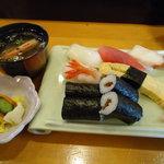 助八寿司 - 平日ランチ630円。
