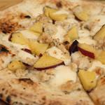 いぞら - 香草風味の鶏肉とさつま芋のピザ ビアンカ