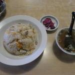 中国飯店味一番 - 料理写真:チャーハン大盛り(スープ・お漬物付き)