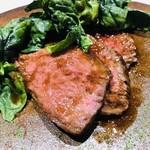 101912102 - 熊本県産赤牛のロースト 縮みホウレン草 エシャロット