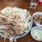自家製麺 ラーメン ジライヤ - 料理写真:オーション麺 200g 野菜ちょいマシ、味付きうずら、ピリ油、たまねぎ