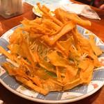 ありんくりん - 料理写真:春巻きの皮パリパリサラダ