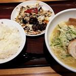 大阪王将 - 料理写真:京都鶏ガラとんこつラーメン&ホイコーローセット