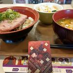 すき家 - 料理写真:まぐろたたき丼~☆