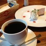 トミーズ カフェ - ケーキとコーヒー