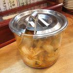 らーめん 上方 麺三昧 阿倍野店 - サービスのキムチ