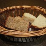 10193636 - ローズマリーのパンとレーズンのパン おかわりできました