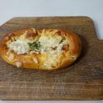 アゼーリア - ウインナーパン(145円):食べ応えもあって花丸♪