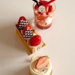 101946752 - 苺のケーキたち