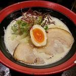 かしや - 料理写真:【濃厚とんこつ】¥750