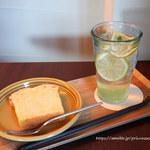 ペリカンコーヒー - レモンのパウンドケーキとレモネード