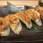 日本酒バル どろん - 熟成キャベツの焼き餃子。野菜の旨味がえげつなかったです笑