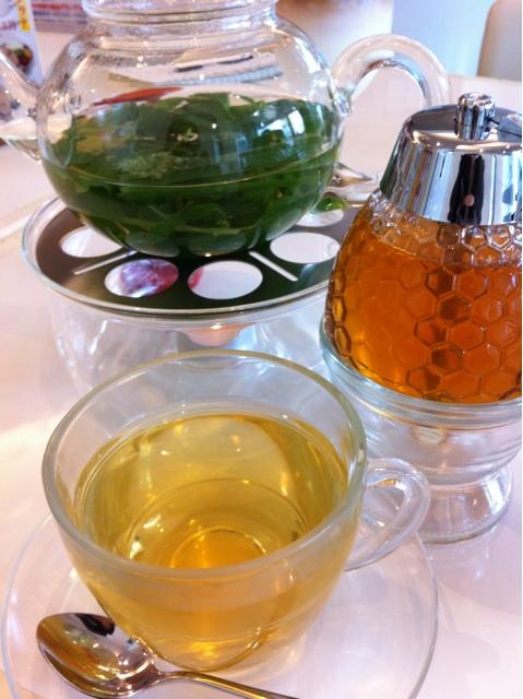 クロシェットカフェ - フレッシュハーブティ お好みで蜂蜜を