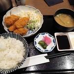 串揚げと日本酒 あぶらや - カキフライ定食880円