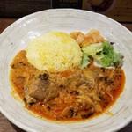SPICY CURRY 魯珈 - 東南アジア風酢筍と高菜と豚スペアリブのカレー