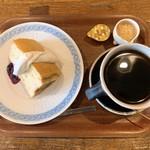 ピエヌ - シフォンケーキとコーヒー
