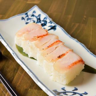 【極上の逸品】金目鯛の押し寿司一本1480円