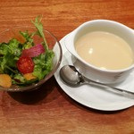 Tossajikurassan - 彩り豊かなサラダ、サラッと軽い口当たりだけどコク深い白菜のスープ