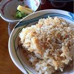 横浜瀬里奈 ステーキドーム - ガーリックライス、味噌汁、香の物