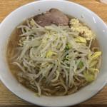 ラーメン二郎 - 料理写真:ラーメン 750円 麺半分・野菜少な目にんにくで