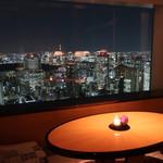 アジュール フォーティーファイブ - ラウンジ窓際テーブル