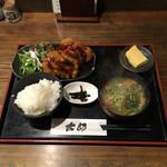 太郎 - 日替り膳  鶏しそカツと豚汁  ¥770