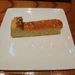 Agio - ランチセットのベイクドチーズケーキ