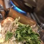 金市朗 - せり鍋。根っこ拡大‼︎野菜モリモリ♪