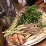 金市朗 - せり鍋。お野菜を横から…。