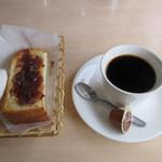 マリン喫茶 - モーニングセット(小倉トースト+ホットコーヒー)