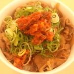 松屋 - ラー油・カクテキキムチ牛めし(みそ汁付)390円