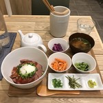 祇園茶寮×タニタカフェ - ローストビーフ温泉卵のひつまぶし 1440円