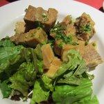 全席個室居酒屋 桜坂 - 豚の角煮のサラダ、出来れば辛子を添えて欲しかったです