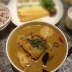 cafe Clap - スパイシーチキンと揚げ野菜のスープカレー