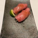 102028072 - 炙り肉寿司600円/貫