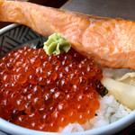うろこいち - 鮭とイクラの 親子丼 (σ゚∀゚)σ