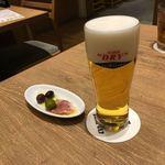 神田の肉バルRUMP CAP - 泡が少し多く量は控えめなアサヒスーパードライエクストラコールド。