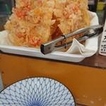 柳川 - カウンター席の目の前に 天ぷらがあります