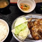 102035716 - 若鶏骨付きモモ定食(ご飯小)