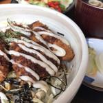 串仁 - ソースカツ丼(サラダ、味噌汁、漬物付き)