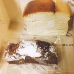 102044895 - チーズケーキとバトンデュショコラ