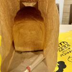 スペイン窯 パンのトラ - 料理写真:食パン