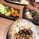 明神丸 - 左は、ウツボのフライ 奥はアオサの天ぷら