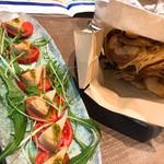 明神丸 - カプレーゼと根菜チップス