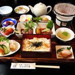 味覚飯店U2 - 日南市の新・ご当地グルメ『日南一本釣りカツオ炙り重』¥1,200